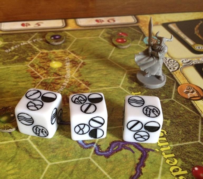 Arazi zarları ve çok belalı bir bölgeye girmiş olan ölüm şövalyesi Varikas.