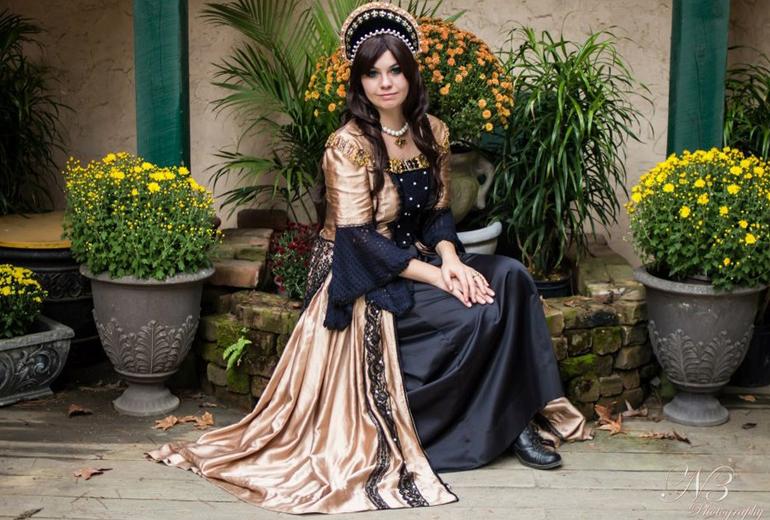 Muazzam bir Anne Boleyn cosplay'i.