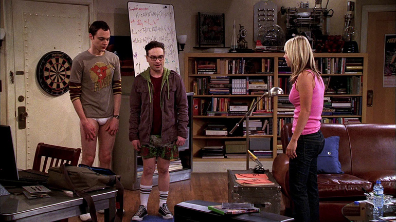 İlk sezondan bir sahne. Sheldon ve Leonard, Penny'nin erkek arkadaşıyla tartışma gafletine düşerek pantolonlarını kaybediyorlar!