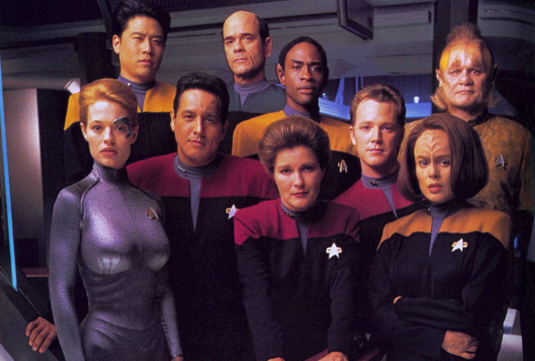 Seven of Nine, Harry Kim, Chakotay, The Doctor, Kathryn Janeway, Tuvok, Tom Paris, B'lanna Torres ve Neelix.