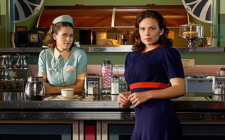 Angie Martinelli ve kankası Peggy Carter