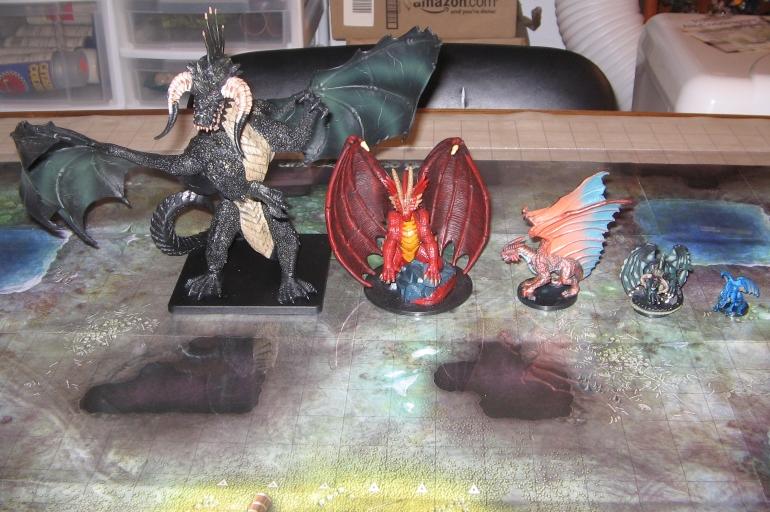 Farklı boyutlardaki ejderha minyatürleri...