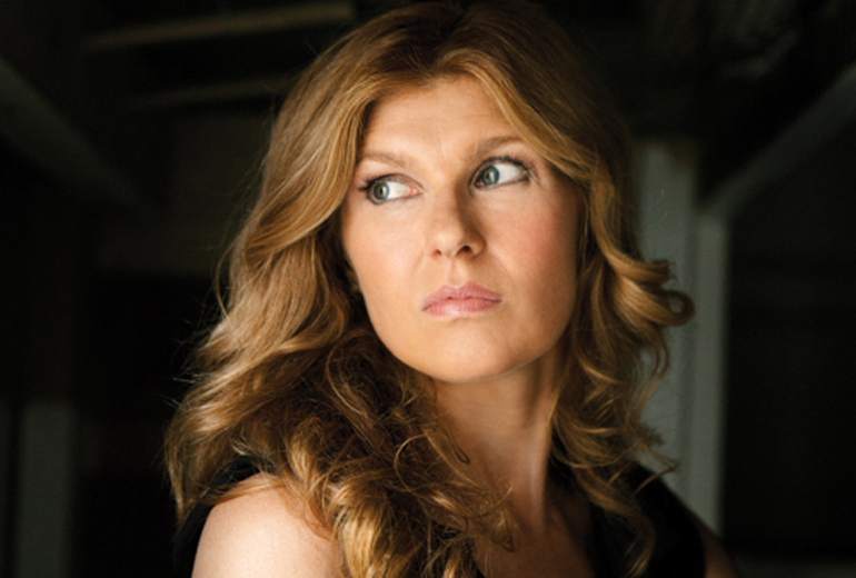 Vivien Harmon rolünde Connie Britton.