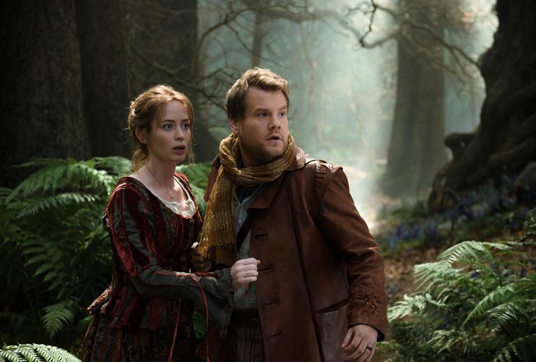 Fırıncıyla karısı rolünde James Corden ve Emily Blunt.