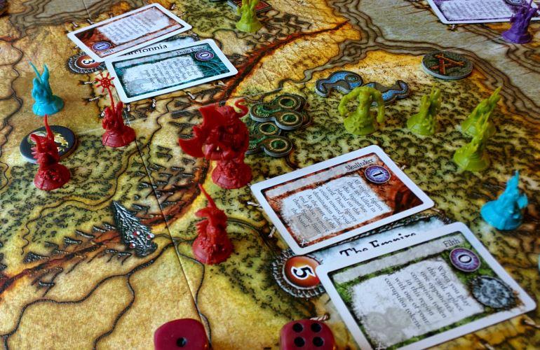Oyun haritası ve minyatürler