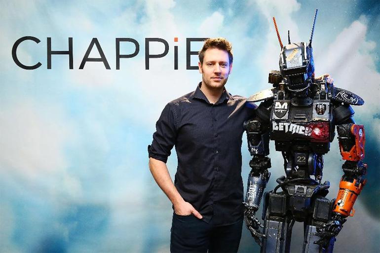 """Chappie, gerçek """"babası"""" yönetmenNeill Blomkamp'la birlikte"""