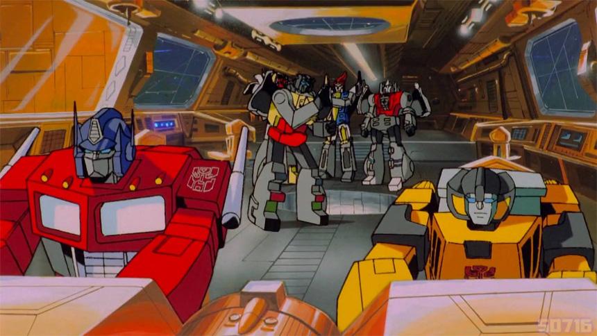 Optimus Prime, Dinobot'lara Devastator'ı yok etme emri verirken.