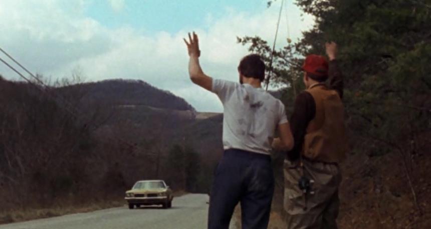 """""""Gençler yine ormandaki kulübeye gidiyormuş."""""""