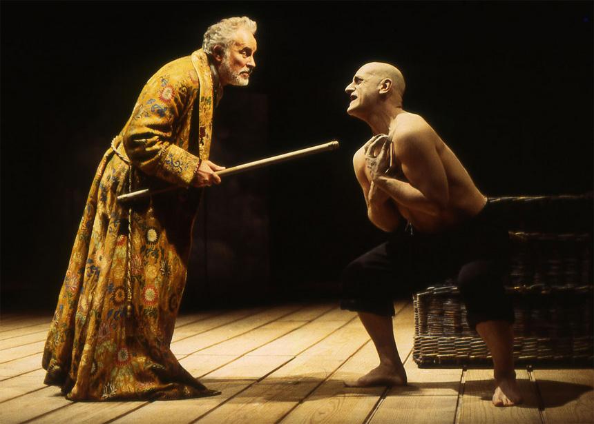 Bir tiyatro uyarlamasında Prospero ve Caliban