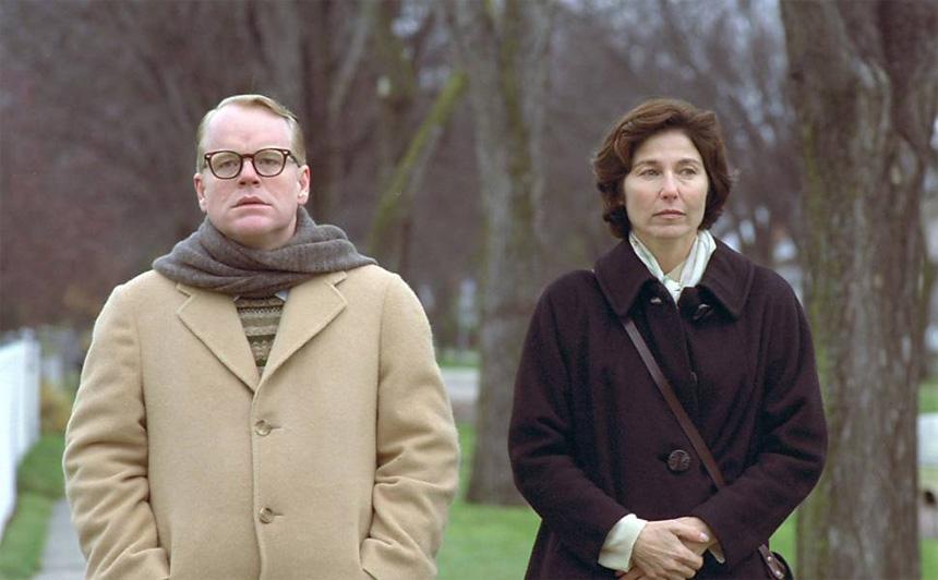 Capote filminden Truman Capote (Philip Seymour Hoffman) ve Harper Lee (Catherine Keener)