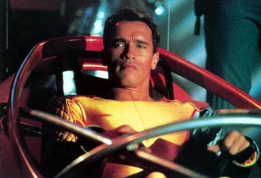 Arnold sarı taytlar içinde, bu fikir size itici geliyorsa filmden uzak durun.