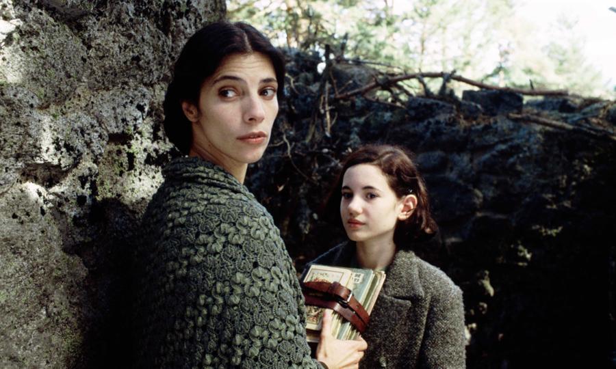 Filmdeki en önemli üçüncü karakter, Ofelia'ya adeta annelik eden Mercedes'tir.