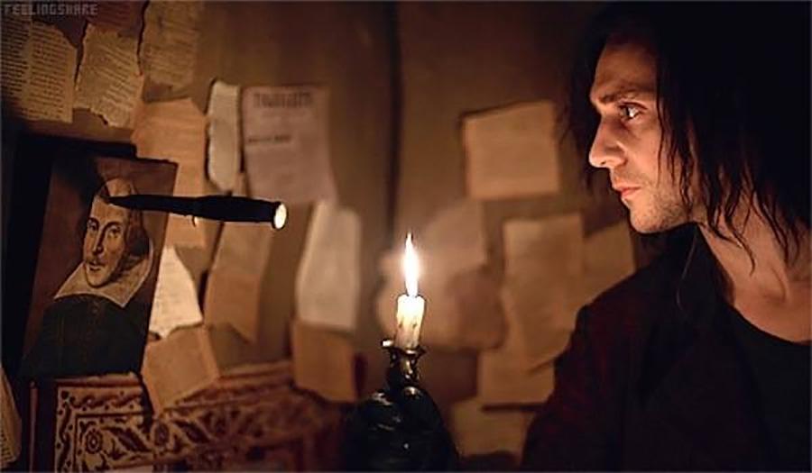 Mr. Hiddlestone, yapmayın böyle, siz bir Shakespeare oyuncususunuz!
