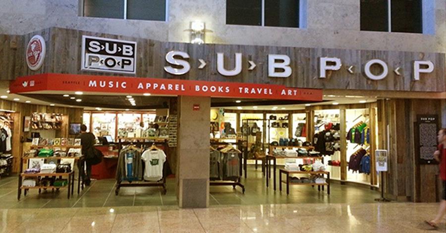 Sea-Tac Havaalanı'nda bulunan Sub Pop müzik-hobi-hediyelik eşya dükkânı.