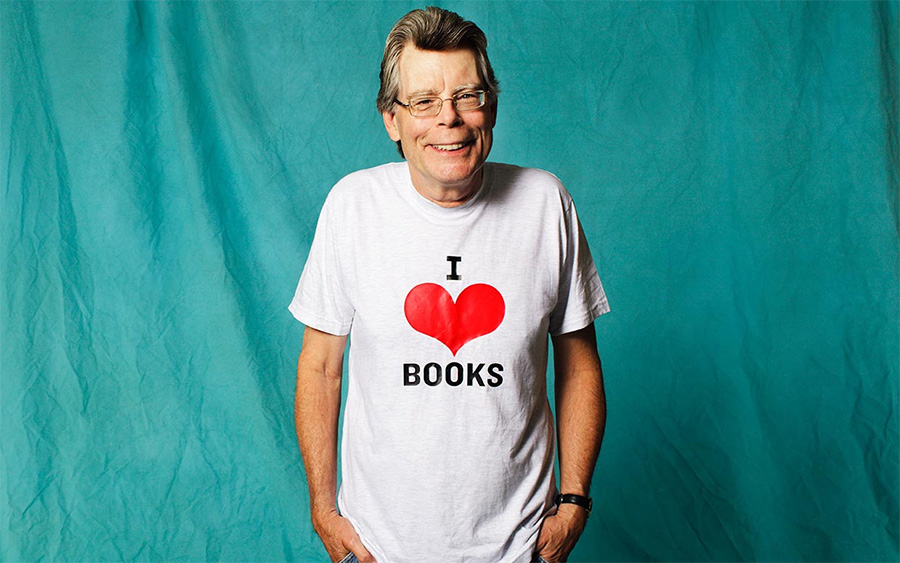 Evet, kitapları sevdiğini biliyoruz