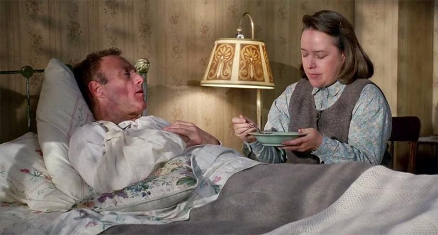 Çok sevdiği serinin yazarına hastalıklı bir tutkuyla bağlı olan Annie Wilkes karakterini hangimiz unutabildik?