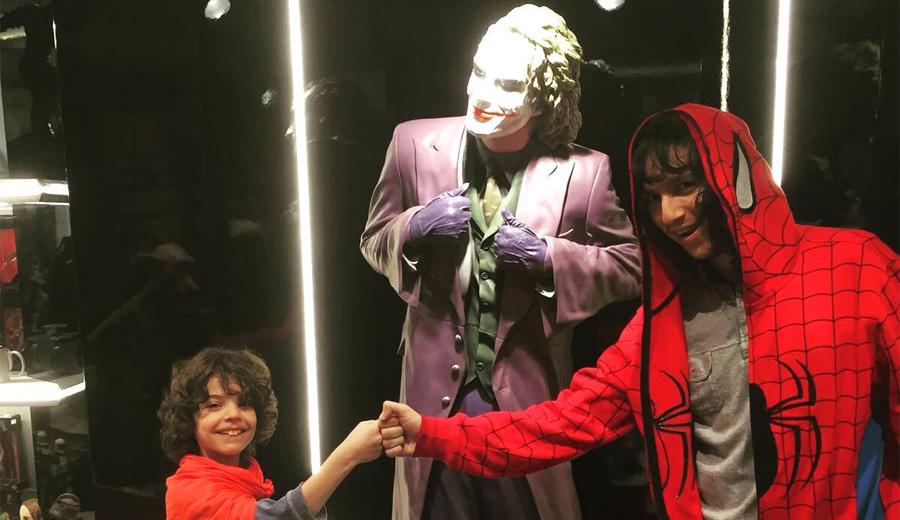"""Super Minos ve Spider Canberk ekibi büyütmek için Joker ile müzakere yapıyor. Bunu duyan Joker """"Beni mi istiyorsunuz? neden böğürtlenli turta istemiyorsunuz?"""" diyor."""