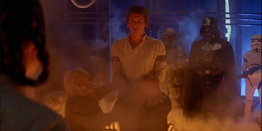 Bölüm 5'te Han Solo karbon dondurucusuna girmek üzereyken Leia ona