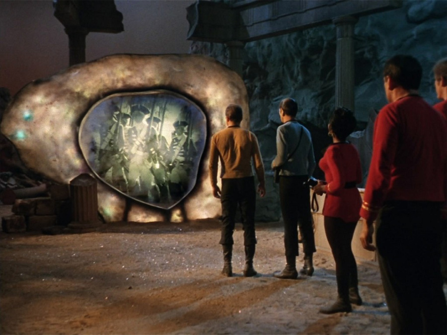 Gerçek bir Star Trek klasiği: The City on the Edge of Forever (s01e28)
